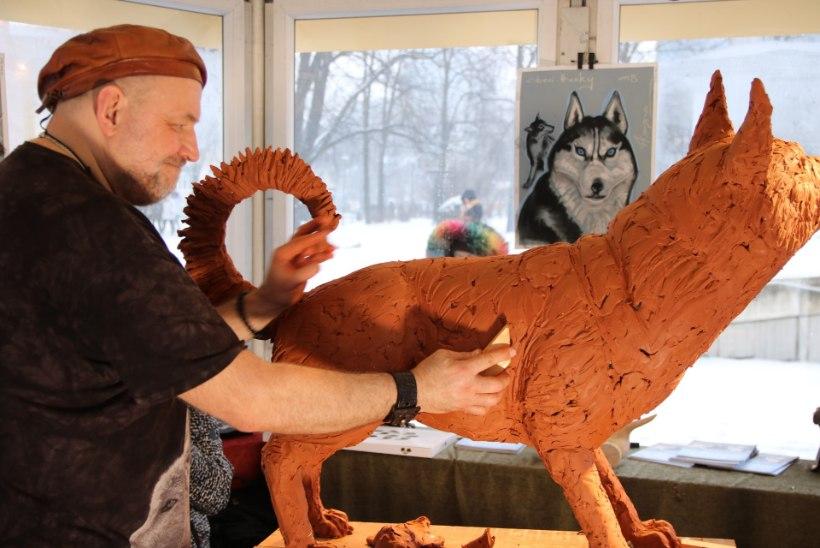 VIDEO   Tauno Kangro valmistatud koer saab endale Jüri Aarma järgi nime
