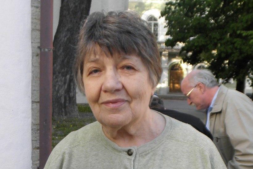 Vitraažikunstnik Dolores Hoffmann on teenetemärgi üle üllatunud: ma olen kunstnik, kellest ei kirjuta keegi