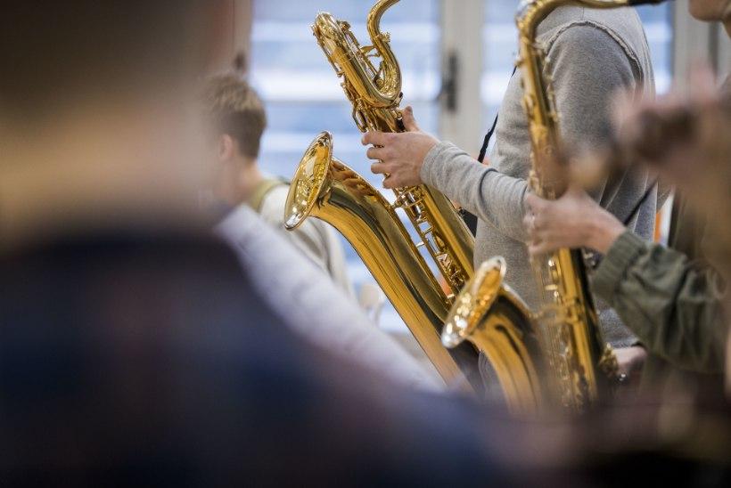 Gustav Adolfi gümnaasiumi nõukanostalgia kontsert kütab kirgi