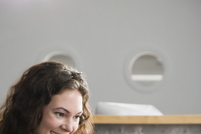 Neli nõksu, mis aitavad ka tööl käies üleliigset kaalu peletada