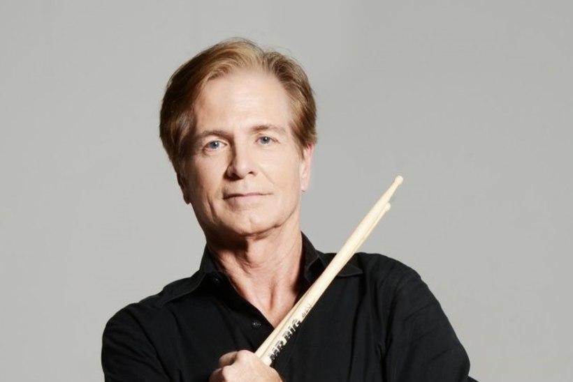 Menuansambli Mr Big trummar suri 64aastaselt Parkinsoni tõppe