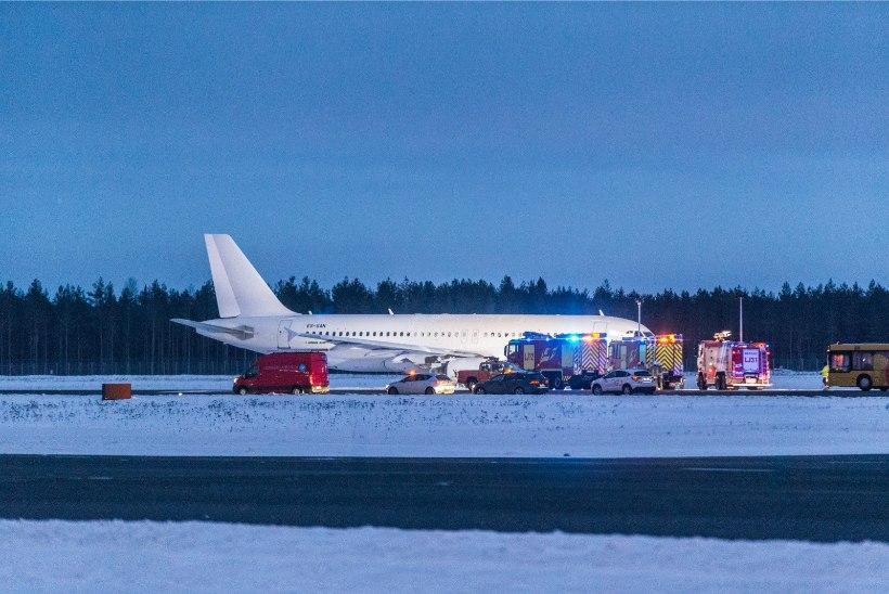 Tallinnas hädamaandunud lennuk põrkas vastu lennurada, õnnetuse uurimine käib