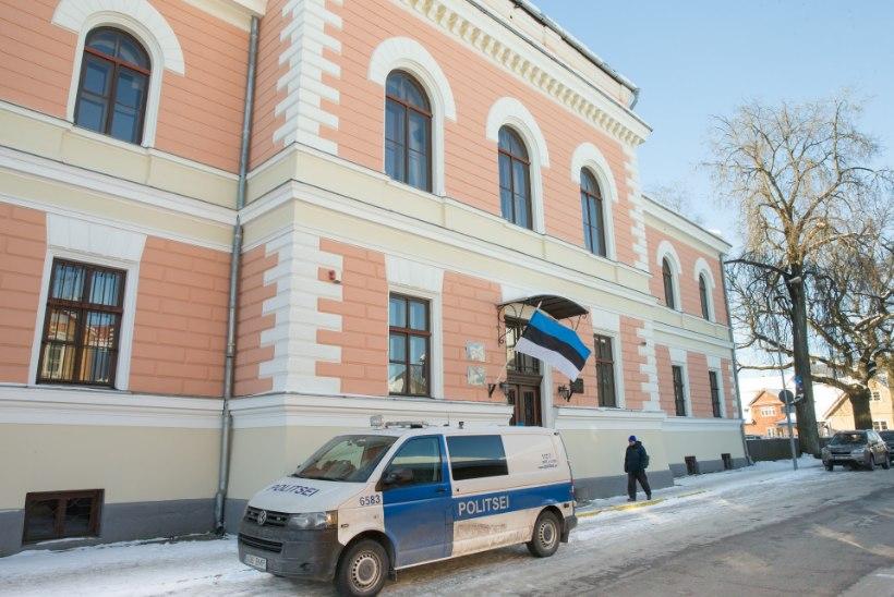 FOTOD KOHTUST | Viljandi järve ääres alaealise tüdruku vägistanud ja tapnud mees võib eluks ajaks vangi minna