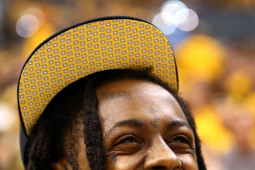 Räppar Lil Wayne ähvardas kontserdikülastajaid relvadega