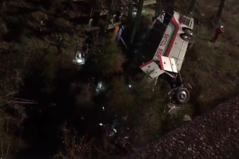 Texase koolilapsi vedanud buss sõitis mäeküljelt alla