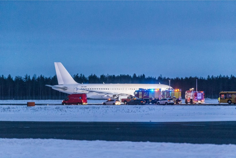 Smartlynxi  lennuk maandus Tallinnas seiskunud mootoritega