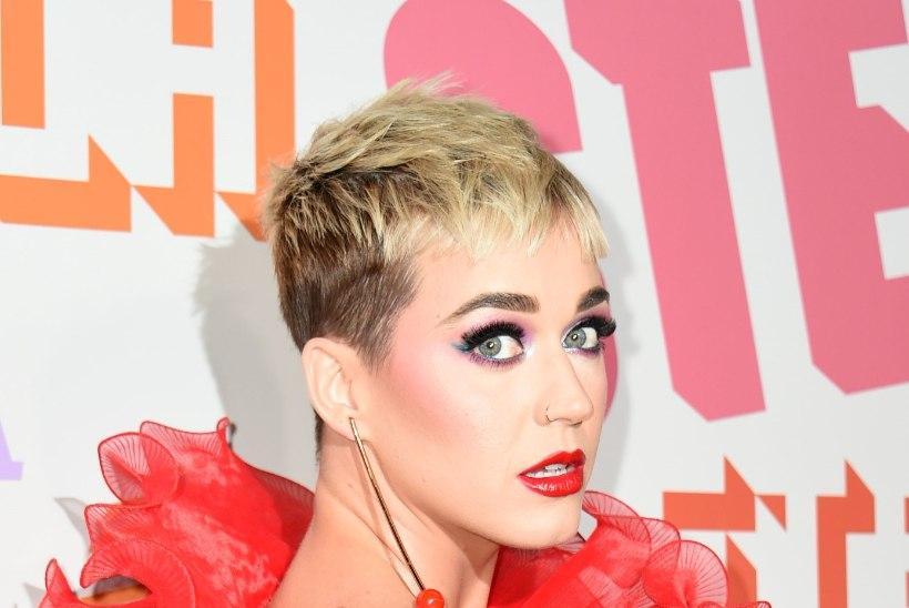 Katy Perry suudles poissi - ja see ei meeldinud poisile!