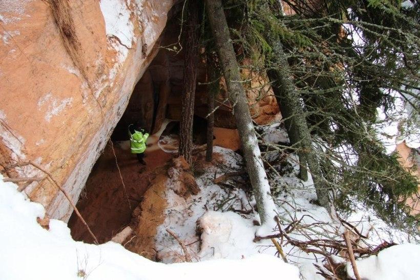 FOTO | KAHJU: Baltimaade pikim koobas varises kokku