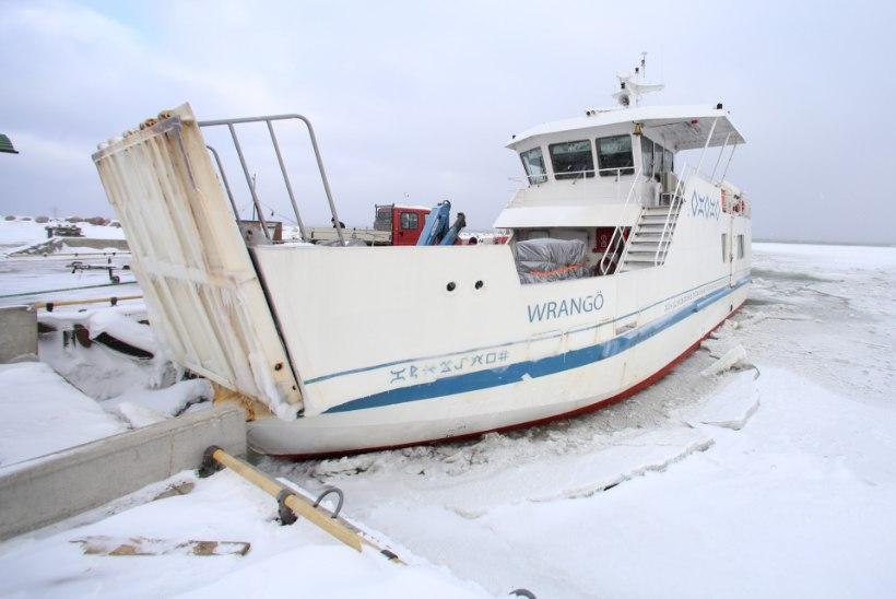 FOTOD: Prangli laeva rike viis reisijad Muugale