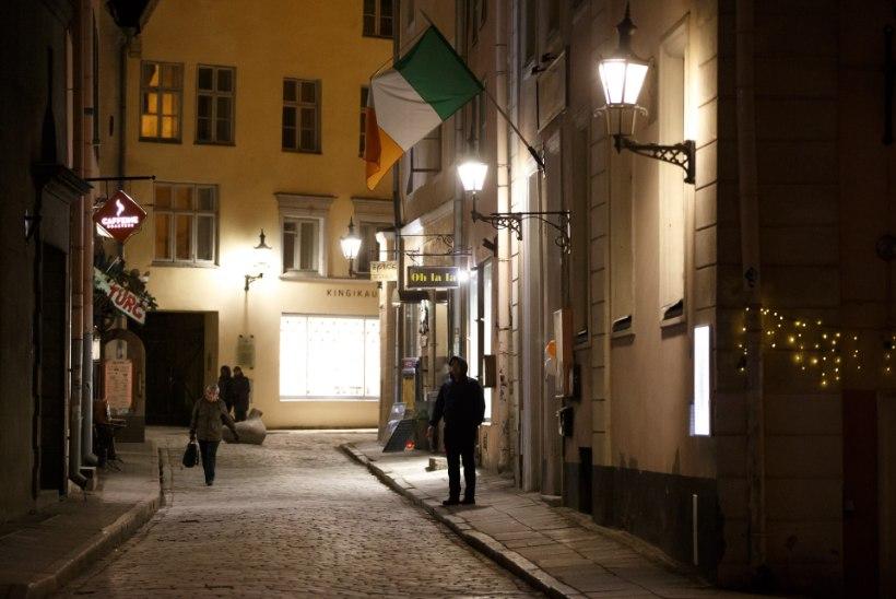 FOTOD   Lá Fhéile Pádraig: Tallinna vanalinn on pätrikupäeva puhul roheline!