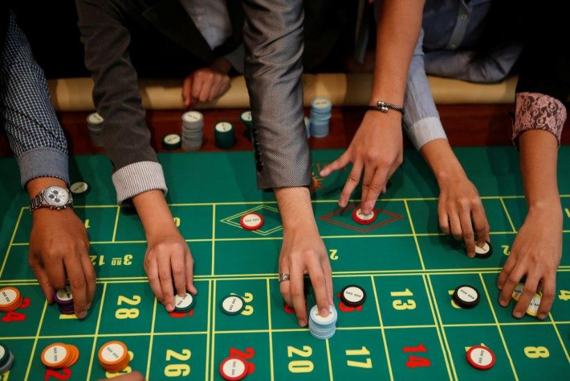 Подданные монако не играют в казино играть слоты казино