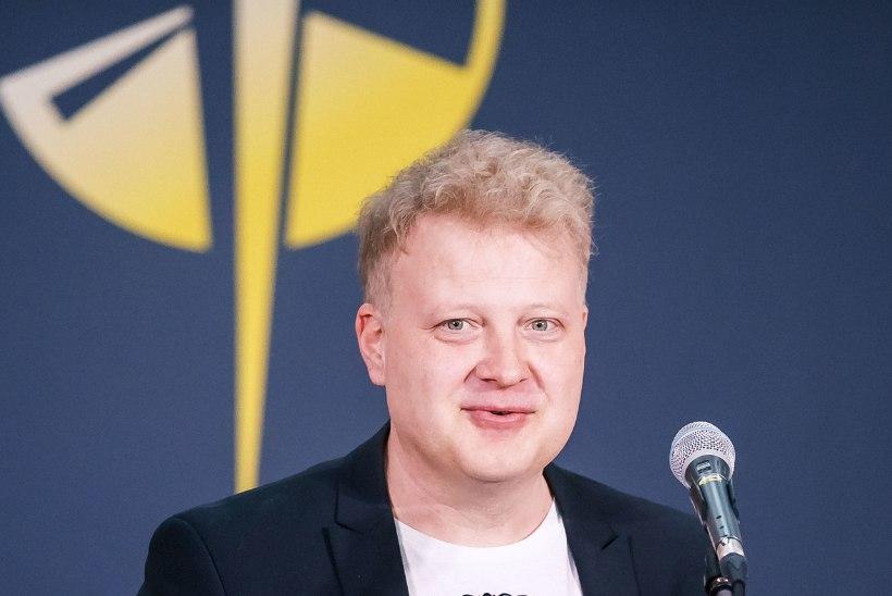 AUHINNASADU PÄRAST SURMA: Jaak Joala võitis teist aastat järjest aasta meesartisti ja aasta albumi Kuldse Plaadi