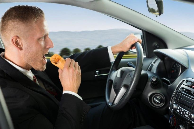Uuring: viis liiklusõnnetust päevas roolimobiiliku süül. Kust see number tuleb?