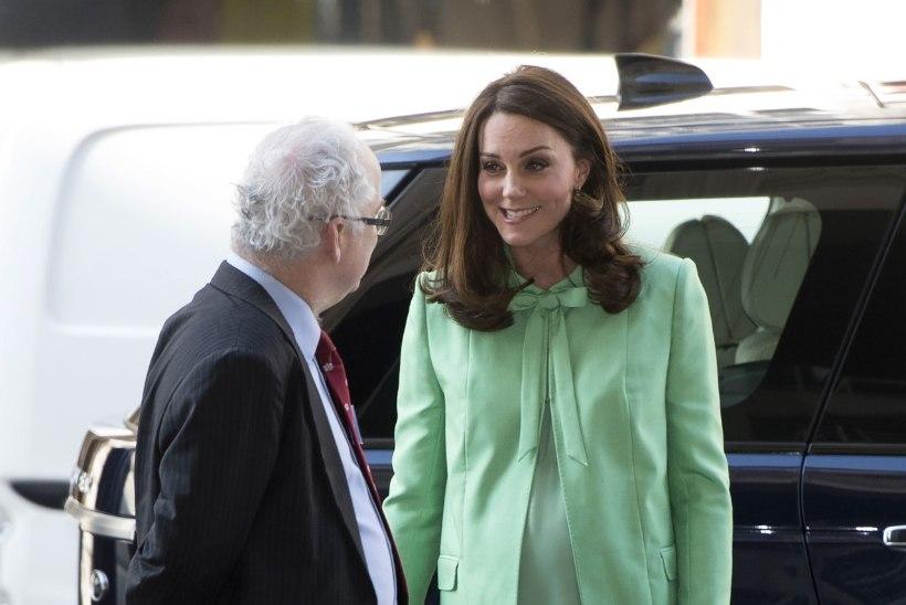 Lapseootel hertsoginna Catherine säras kevadiselt erkrohelises