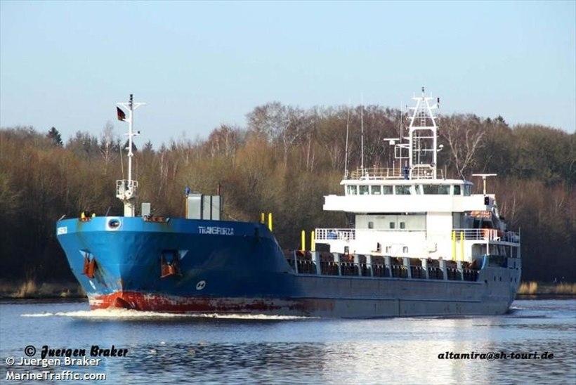 VIDEO | PÄÄSTEOPERATSIOON: Kihnu meremadalal on suur puidulaev kinni, ees ootab pukseerimine Riiga