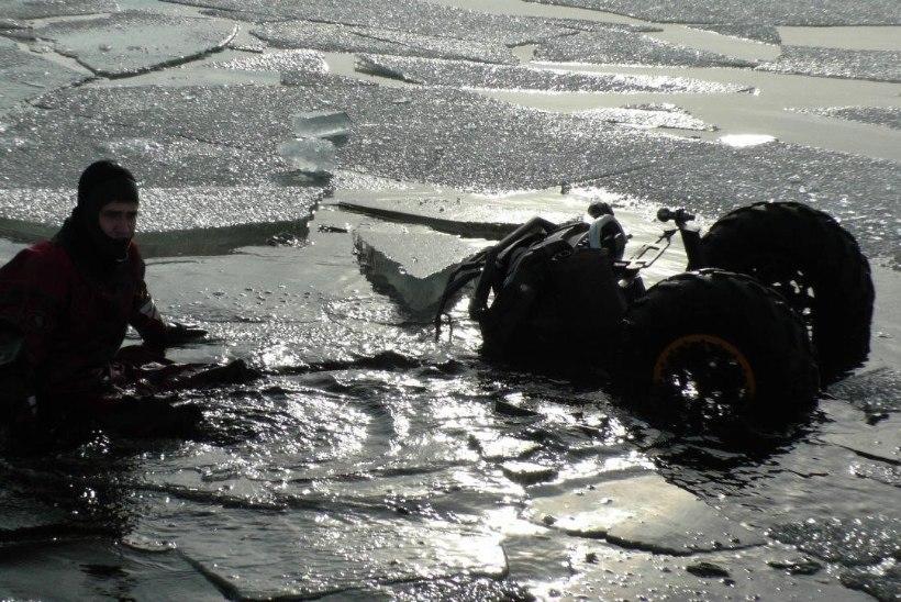 FOTOD | Piirivalvurid aitasid kaldale Peipsil hätta sattunud kalastajad