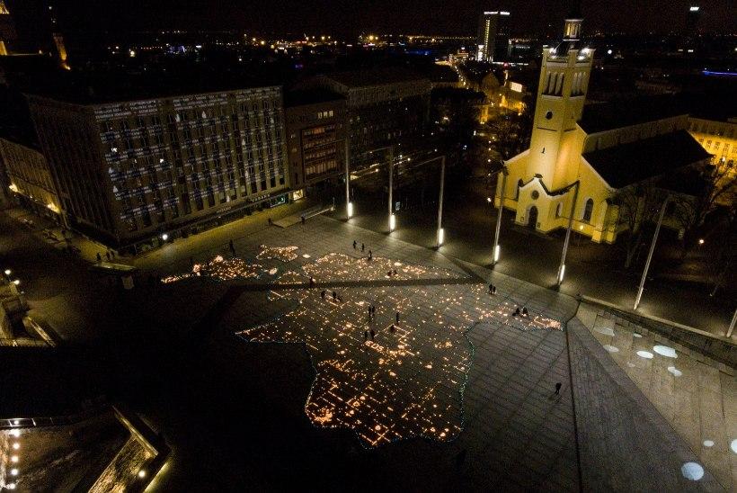 GALERII JA DROONIVIDEO | LANGETAME PEA: märtsiküüditamise ohvreid mälestati aastapäeval üle kogu Eesti