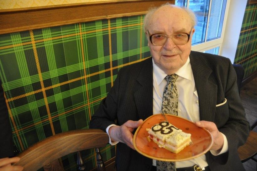 """Menukirjanik Erik Tohvri muigega oma 85. sünnipäeval: """"See on eelmäng matustele!"""""""