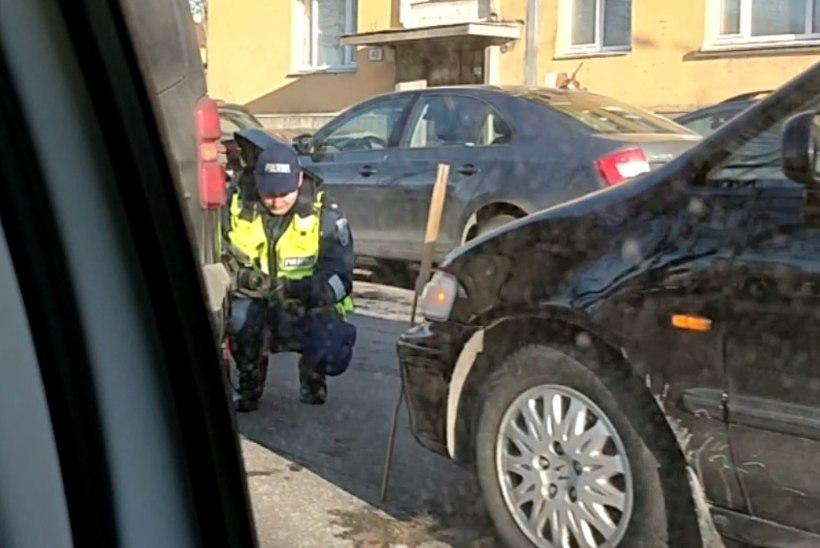 VIDEO | Paldiski maanteel toimus ühe maja ees kaks avariid