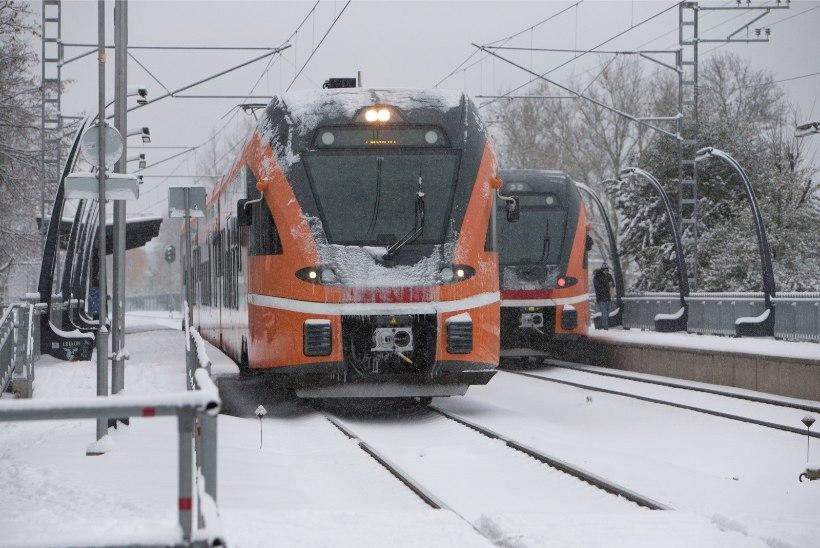 Raasikul jäi mees rongi alla ja hukkus