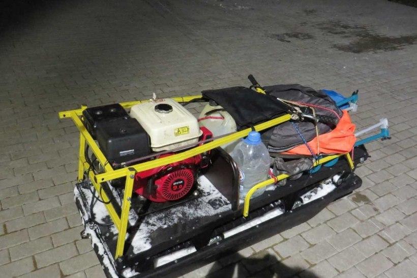 FOTOD | Piirivalvurid tabasid Peipsil kolm meest, kes ületasid ebaseaduslikult ajutist kontrolljoont