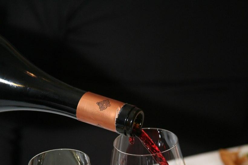 Itaalias veini limpsimiselt tabatud kolonelleitnant pani peastaabi kohtus paika, kuid see teda ei päästnud