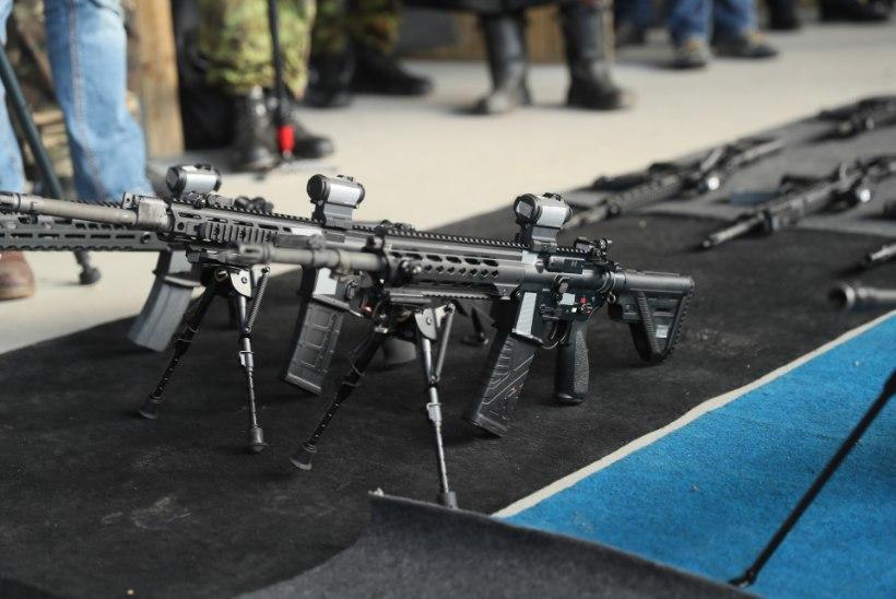 VIDEO JA FOTOD | Kaitsevägi tegi näidislaskmise uute hangitavate relvadega