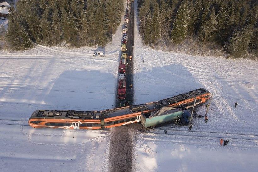 Eesti rongiõnnetuste tagajärgi likvideeritakse kümneid aastaid vanade kraanarongidega
