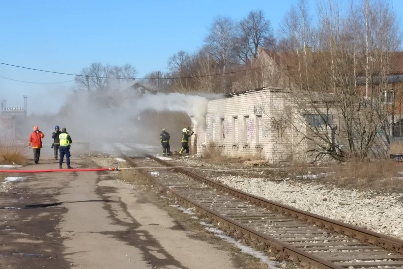 VIDEO & FOTOD   Telliskivis põles mahajäetud hoone