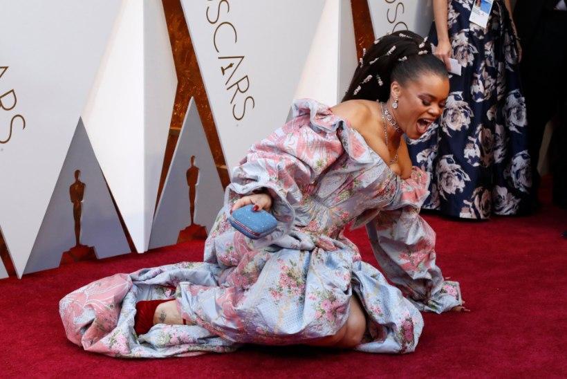 MEELEHEITLIKEM PILGUPÜÜDJA: lauljatar lösutas Oscarite punavaibal