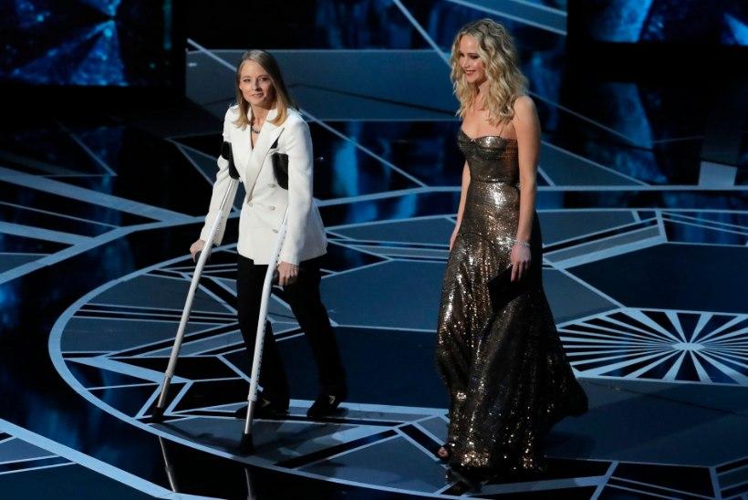Jodie Foster lonkas Oscarite lavale karkude najal – ja süüdistas Streepi!