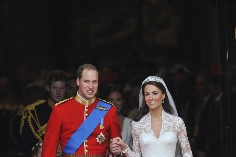 VAATA SAATUSLIKKU VIDEOT! 13aastasele Kate Middletonile ennustati koolinäidendis rikast meest nimega William!