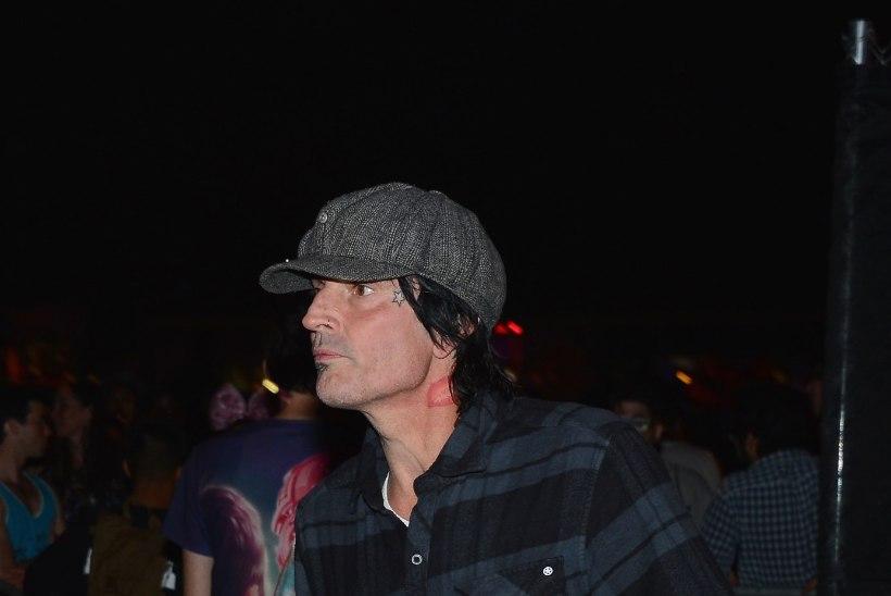 Pojalt peksa saanud rokkar Tommy Lee nõuab järeltulijale lähenemiskeeldu