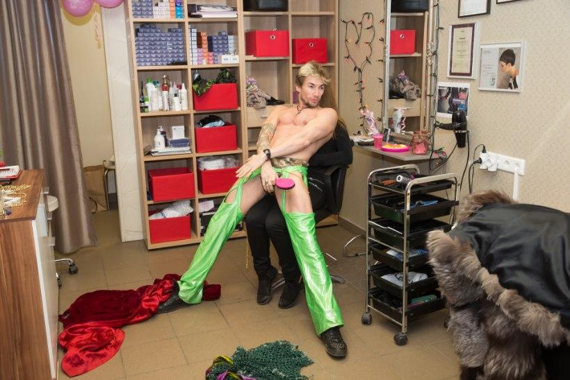 GALERII | MA SULLE TAHAKS ANDA... Strippar Marco hullumeelne striptiis ilusalongi naistele