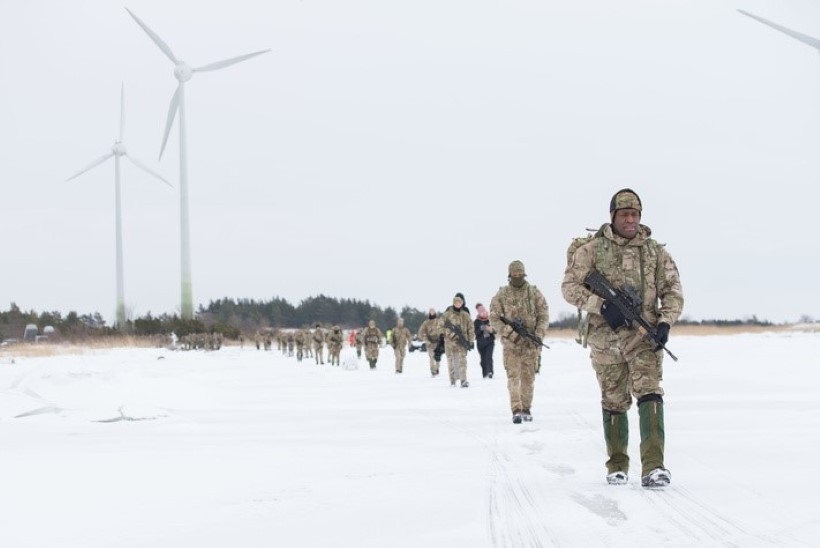 VIDEO ja FOTOD | Liitlassõdurid rändasid jalgsi üle jää Muhumaale