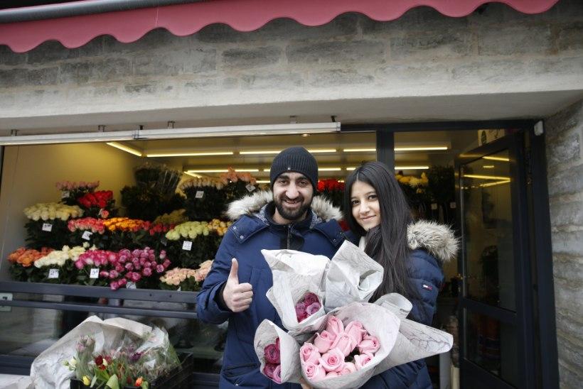 GALERII |  Lillemüüjatel on käed-jalad tööd täis