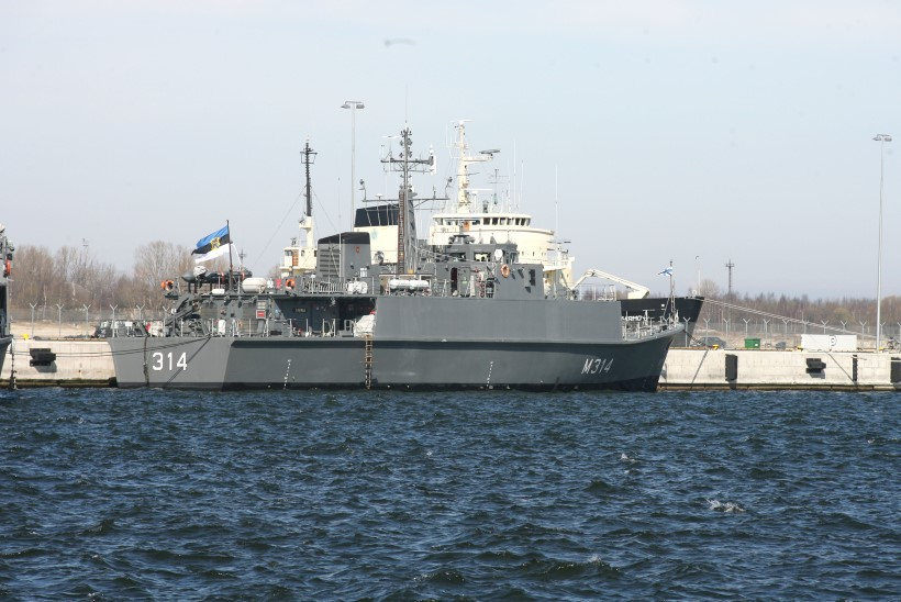Miinilaeval Sakalal salakaupa vedanud mereväelased pääsesid karistusest