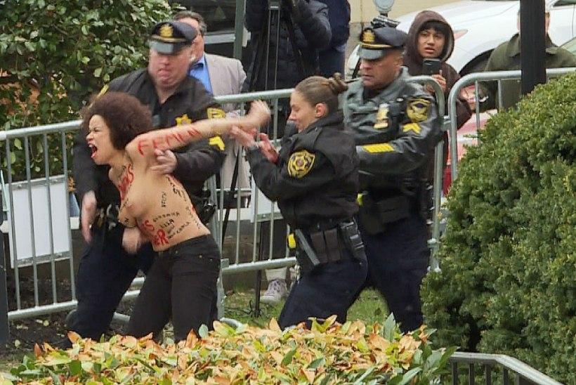 Bill Cosbyt ründas paljaste rindadega protestija