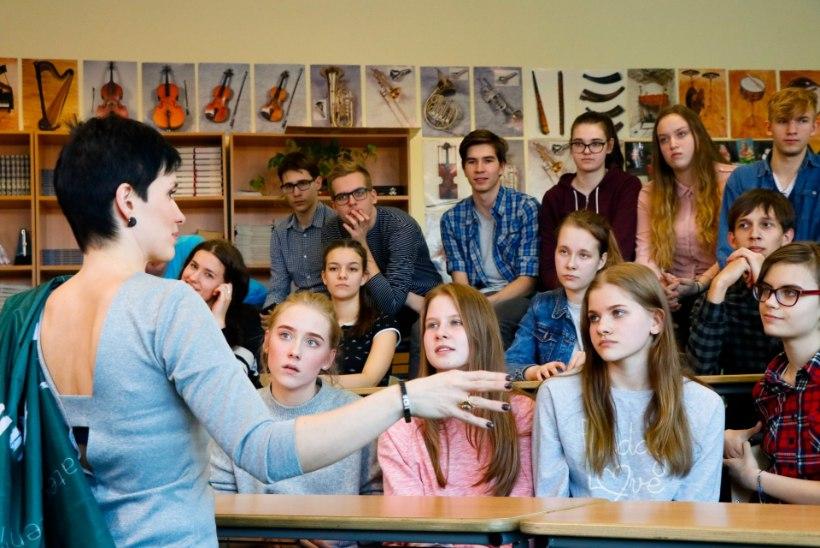 """Õpilased suurele lavale aidanud õpetaja: """"Kõigile tuleb anda võimalus arenguks!"""""""