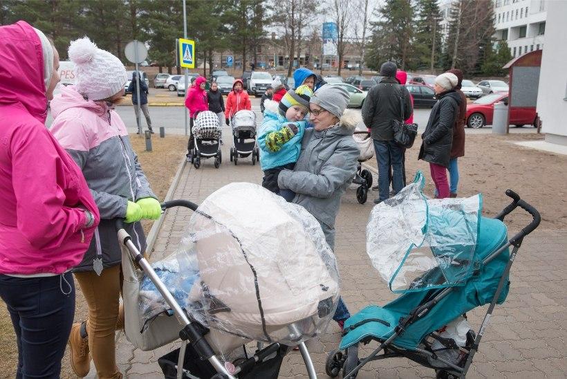 GALERII | Põlvamaa pered kõndisid Eesti sünnitusosakondade kaitseks