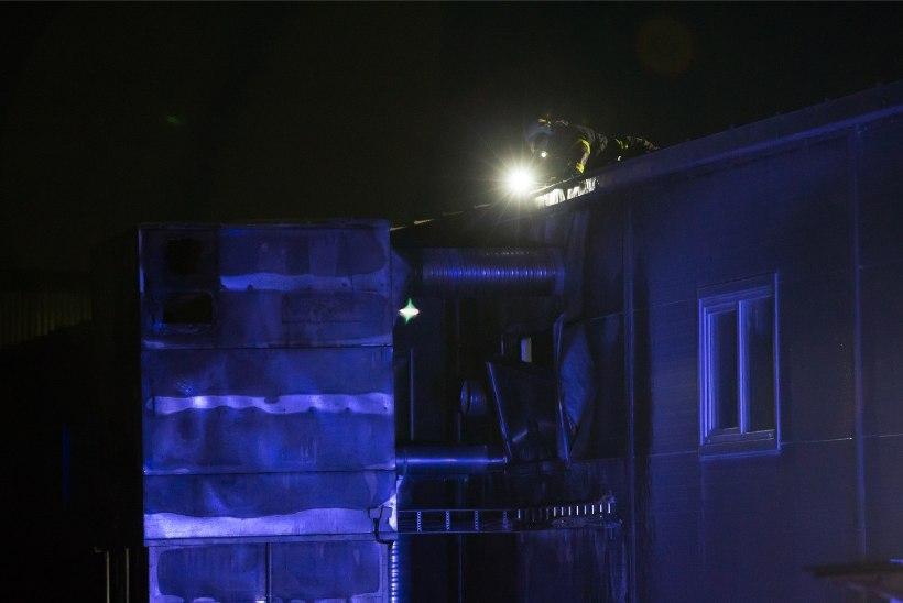 GALERII | Kambjas päästsid tuletõrjujad puidufirma hullemast