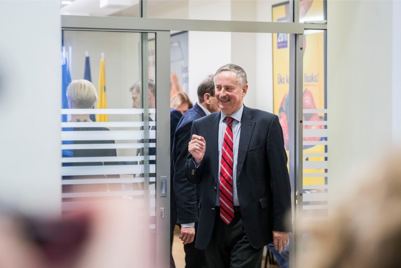Siim Kallas: Hanno Pevkuri kui märtri haletsemine on naeruväärne