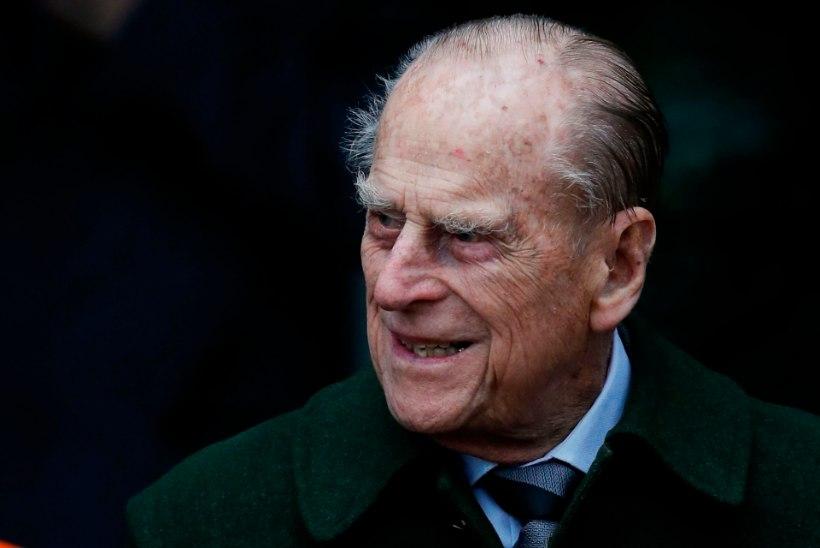 Prints Philip pääses pärast puusaoperatsiooni koju