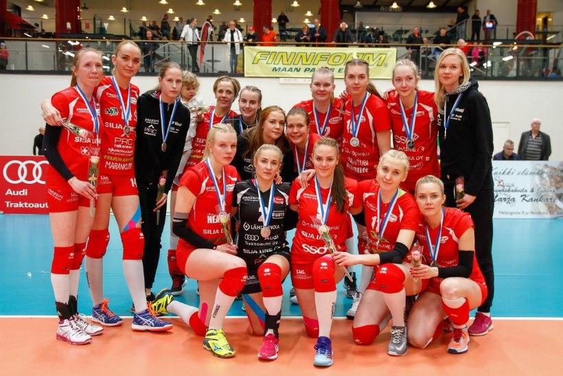 TUBLI! Eesti parim naisvõrkpallur lõpetas esimese välishooaja hõbemedaliga