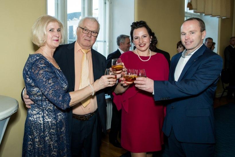 PEOGALERII | Kaubanduskoja suurejooneline kevadball Estonia kontserdisaalis