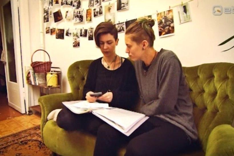 SUUR HOOP SAMASOOLISELE PAARILE: Eesti riik ei tunnista Sarah' ja Kristina abielu ning Sarah jäi päevapealt tööst ilma