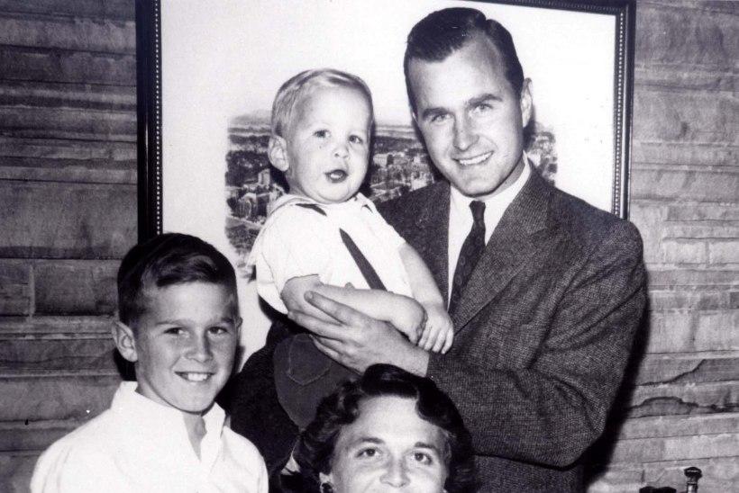 Barbara Bushi kätt hoidis surivoodil esimene mees, keda ta suudelnud oli