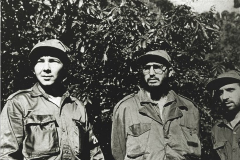 Kuuba president Raul Castro paneb ameti maha