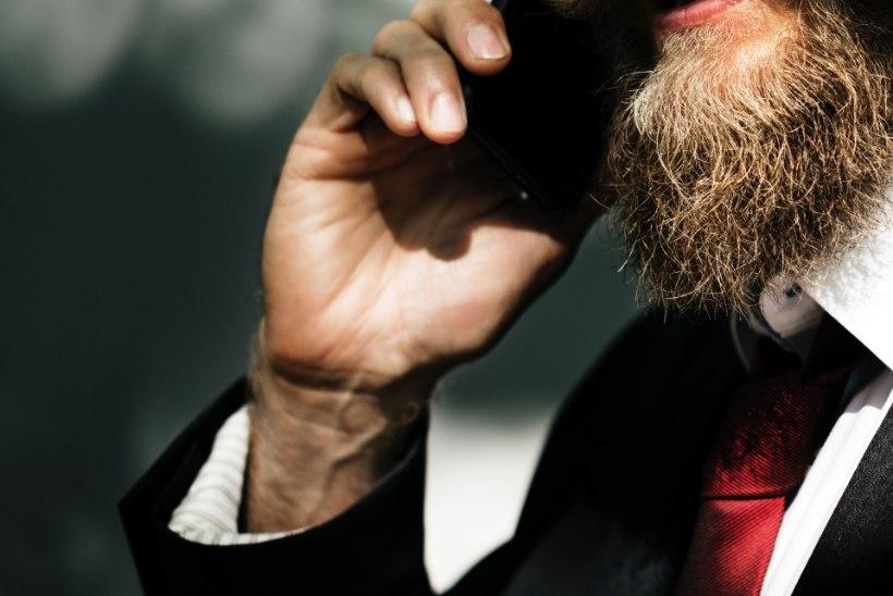 INIMKAUBANDUS EESTIS: 40-aastased mehed käivad internetist leitud alaealiste neidudega päise päeva ajal hotellides hullamas