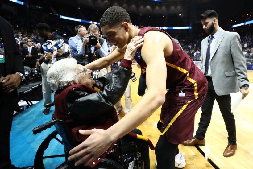 JUMALIK PUUDUTUS: 98aastane nunn palvetas USA korvpallimeeskonna väikese imeni